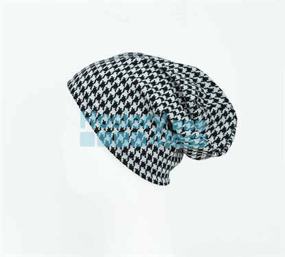 Picture of DACEE SWEATER HOUNDSTOOTH BEANIE